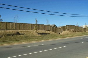 Comparing Wood and Vinyl Fences