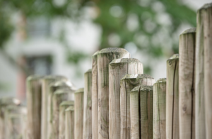 Attributes That a Strong Wooden Fence Has