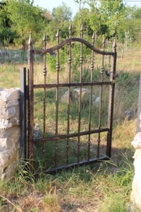How You Can Fix a Wrought Iron Gate That Has Been Broken